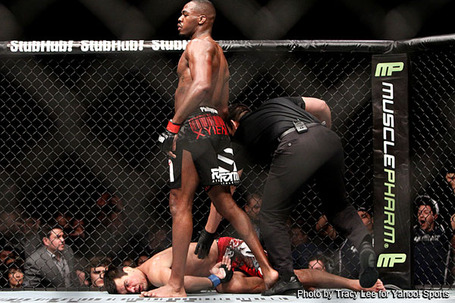 Jon_jones_wins_the_chess_match_and_puts_lyoto_machida_to_sleep_at_ufc__medium