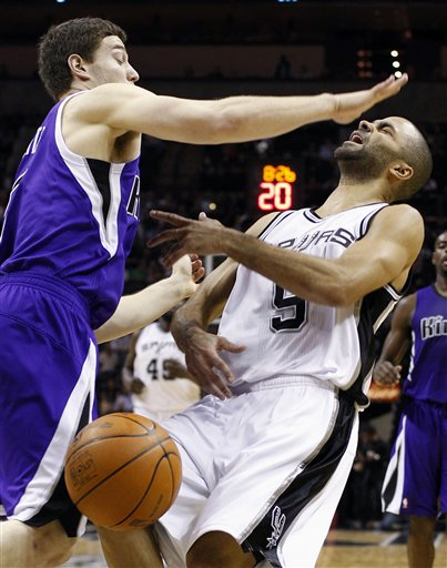 116939_aptopix_kings_spurs_basketball_medium