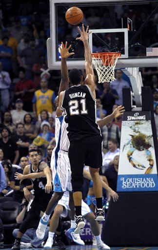117263_spurs_hornets_basketball_medium