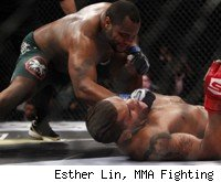 Daniel Cormier Knocks Out Bigfoot Silva at Strikeforce.