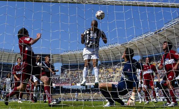 Trezeguet scoring against Reggina.
