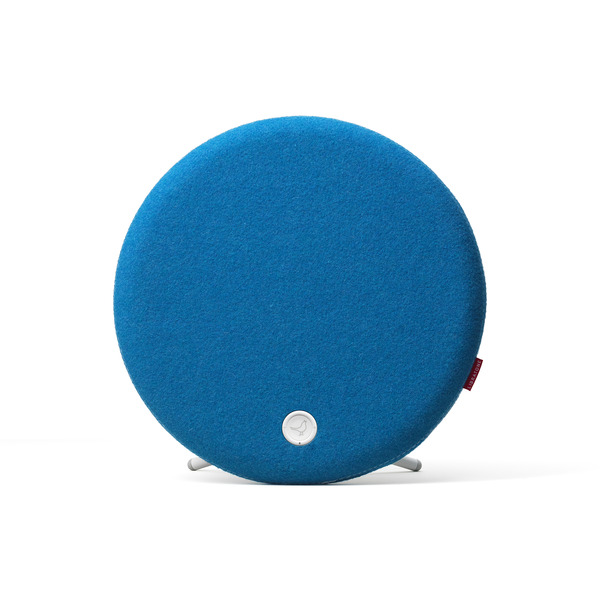 Libratone_loop_icyblue_standing_white