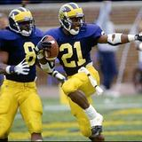 Desmond_howard_heisman_pose