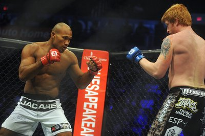 UFC On FX 8 results: Jacare Souza taps Chris Camozzi with an arm triangle  - Bloody Elbow