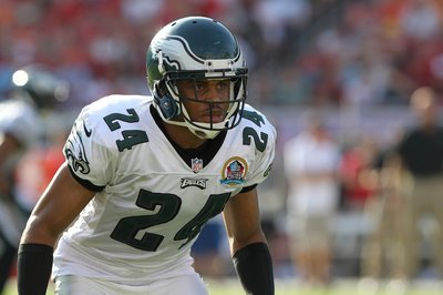 Golden Nuggets: Nnamdi Asomugha practices! Woooh!