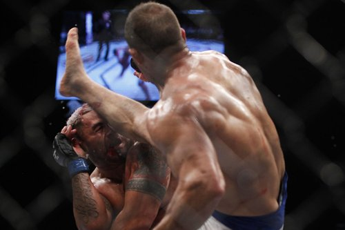 103_mark_hunt_vs_junior_dos_santos.0.jpg