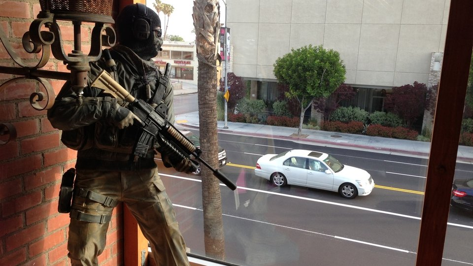 LAPD in STAND OFF with… Call of Duty STATUE!