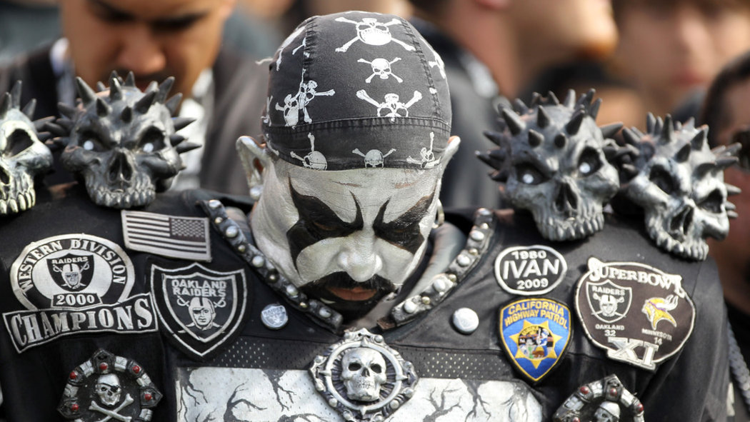 Why Every Chargers Fan Should Hate The Raiders Bolts