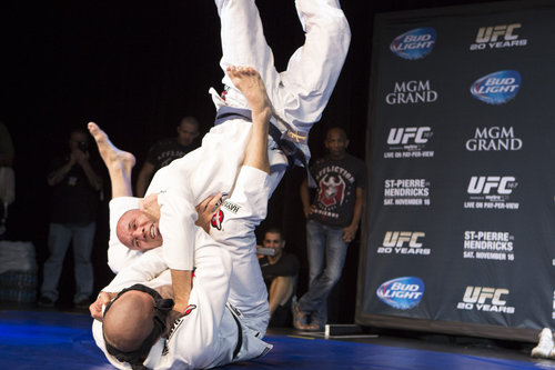 007_st-pierre_and_royce_gracie.0.jpg