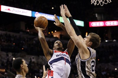 Trevor Ariza injury: Wizards' F going for MRI on ailing hamstring