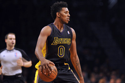 Nick Young injury: Sprained left ring finger, will try playing with splint