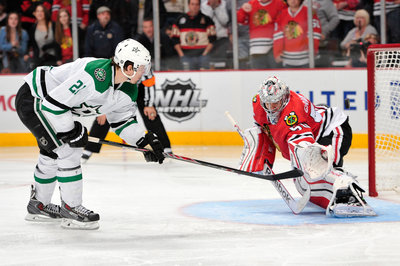 Video: Antoine Roussel Scores on Penalty Shot, Taunts Chicago Blackhawks' Crowd