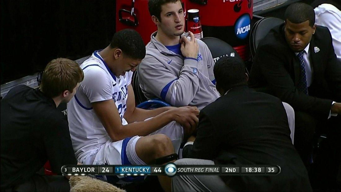 Anthony Davis Injury: Kentucky Center Injures Left Knee