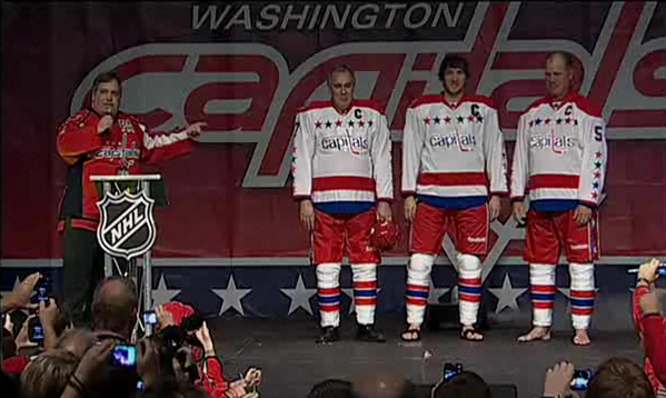 5240cfff66b79 Capitals Unveil Winter Classic Jerseys